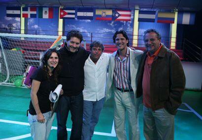 Jorge Aravena se tomó la primera foto con parte de la producción, todos...