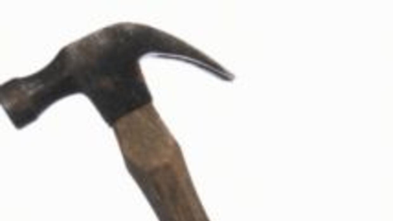 Un anciano ataca a su novia con martillo b0b97e8b385340ff98991c7be349afe...