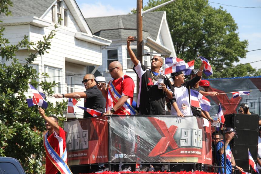 Celebra La X en el Desfile Dominicano en NJ IMG_1940.JPG