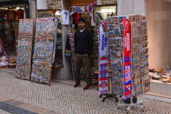 No hay banderas del Sporting ni del Benfica en Lisboa, todas son el Real...