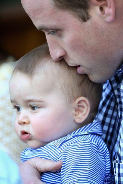 El papá hablándole al oído al pequeño. Más videos de Chismes aquí.