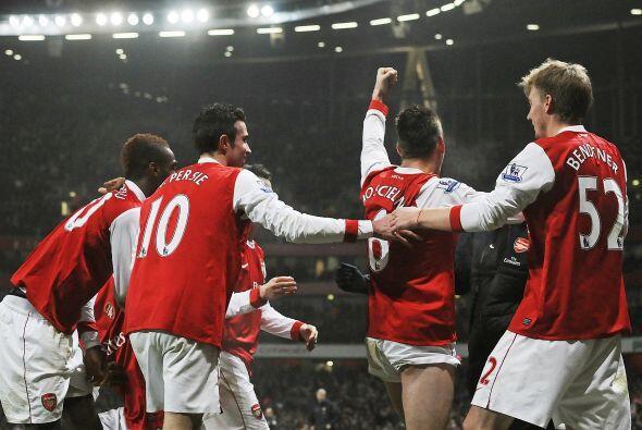 Buen triunfo de los 'Gunners' para seguir el paso del United.