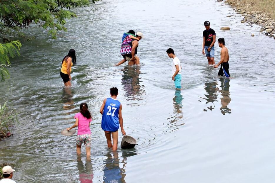 En fotos: los daños materiales causados por el sismo en Filipinas que de...