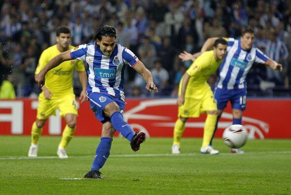 El ariete sudamericano convirtió el tiro en gol, para el empate parcial.