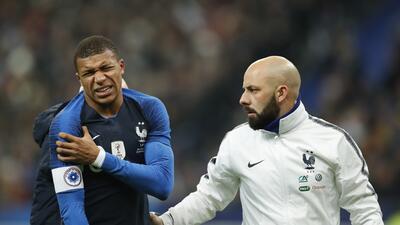 En fotos: de la ilusión a la lesión de Kylian Mbappe en el triunfo de Francia con Uruguay