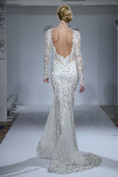 Aunque en ocasiones, los vestidos con aplicaciones de brillantes podrían...