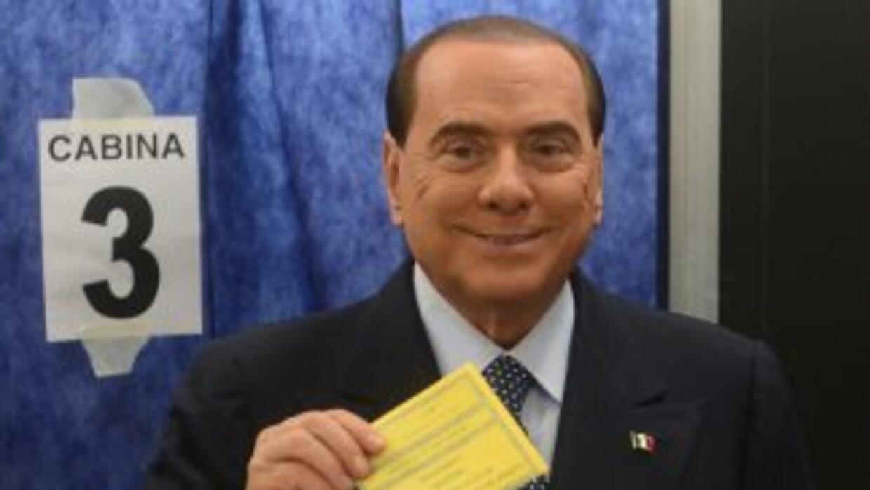 Silvio Berlusconi votando.