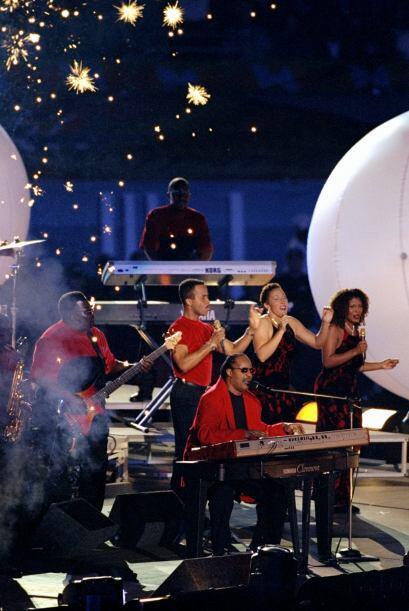 La cantante latina estuco acompañada de Stevie Wonder.