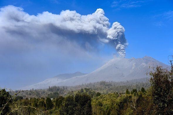 El viernes se registró una nueva erupción en el volcán Calbuco, uno de l...