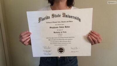 Graduada de FSU vende su diploma en eBay.