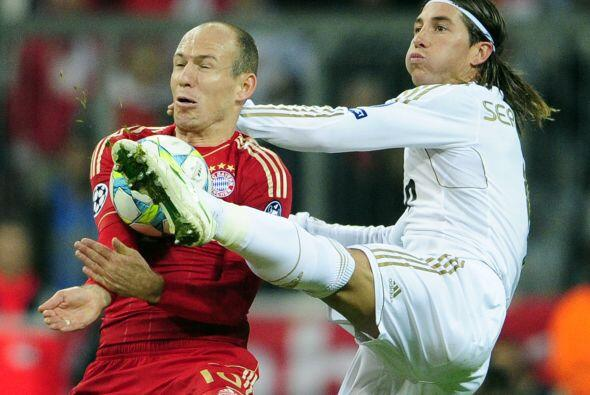 Robben seguía sin poder cuajar un partido realmente bueno. Su velocidad...