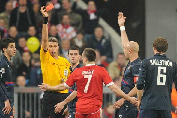 El árbitro Rosetti no dudó en expulsar al futbolista francés.