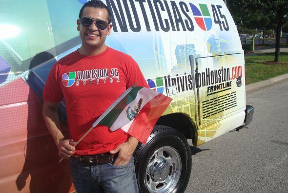 Felipe lució muy contento recordando sus raíces latinas durante el desfile.
