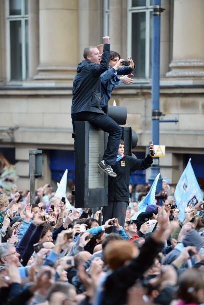 Más de 100.000 aficionados del Manchester City fueron parte de esta fies...
