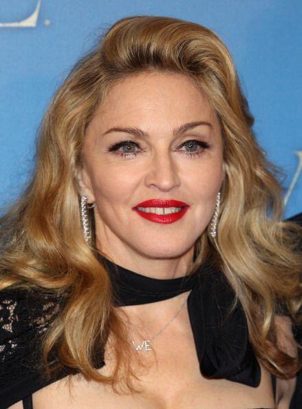 ¡Madonna es otra diosa de labios rojizos! Siempre que busca un 'look' má...