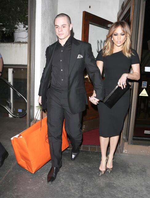 La pareja luce muy elegante al salir a cenar en Los Angeles.