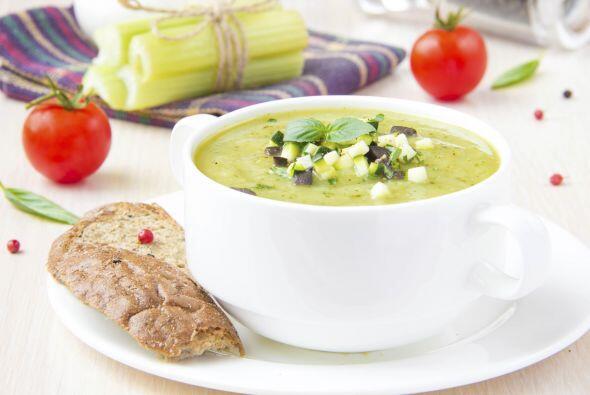 1. Sopa de chile poblano. La mezcla perfecta entre chiles poblanos disec...