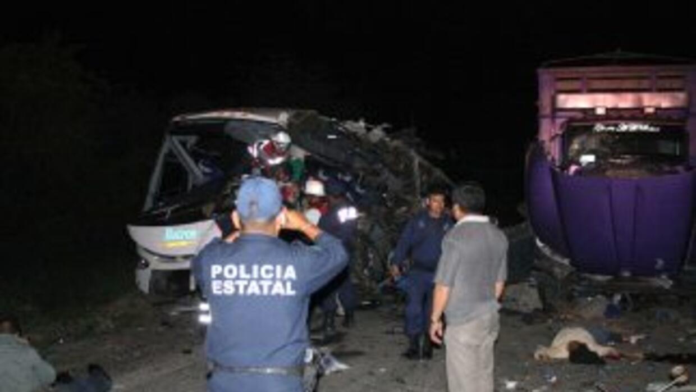 Un autobús se quedó sin frenos en el municipio de Uruapán, Michoacán que...