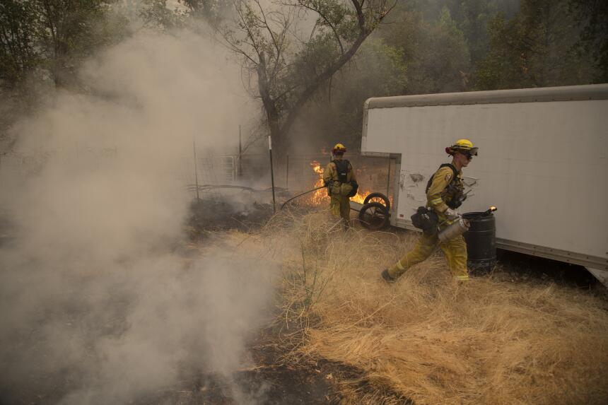 El incendio Valley ha provocado el desalojo de cientos y ha consumido 50...