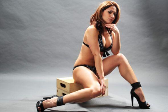 Aniuska comenta que sus piernas son lo que más le gusta de su cue...