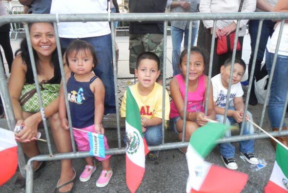 Los niños en el desfile de la Hispanidad 8ff94956b6374d4ba86a94ff7081846...