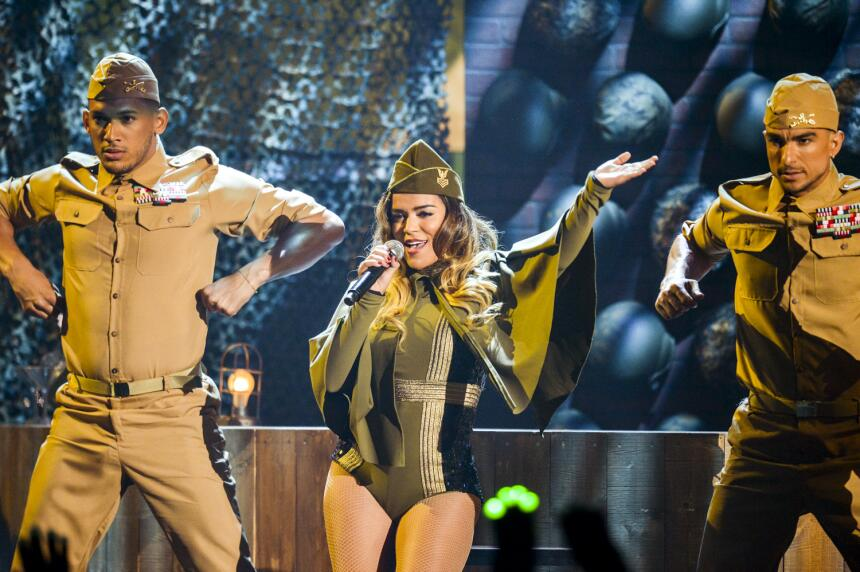 Por primera vez en el escenario de Premios Juventud Karol G sorprende co...