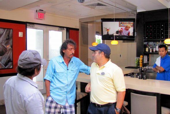 Miguel y nuestro agente de seguridad del hotel.