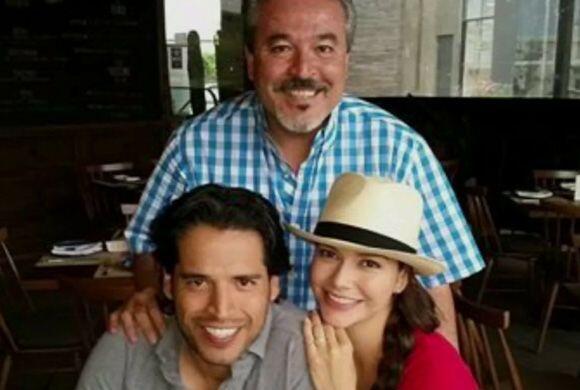 Ana compartiendo una bella tarde con Luis y su suegro. ¡La familia está...