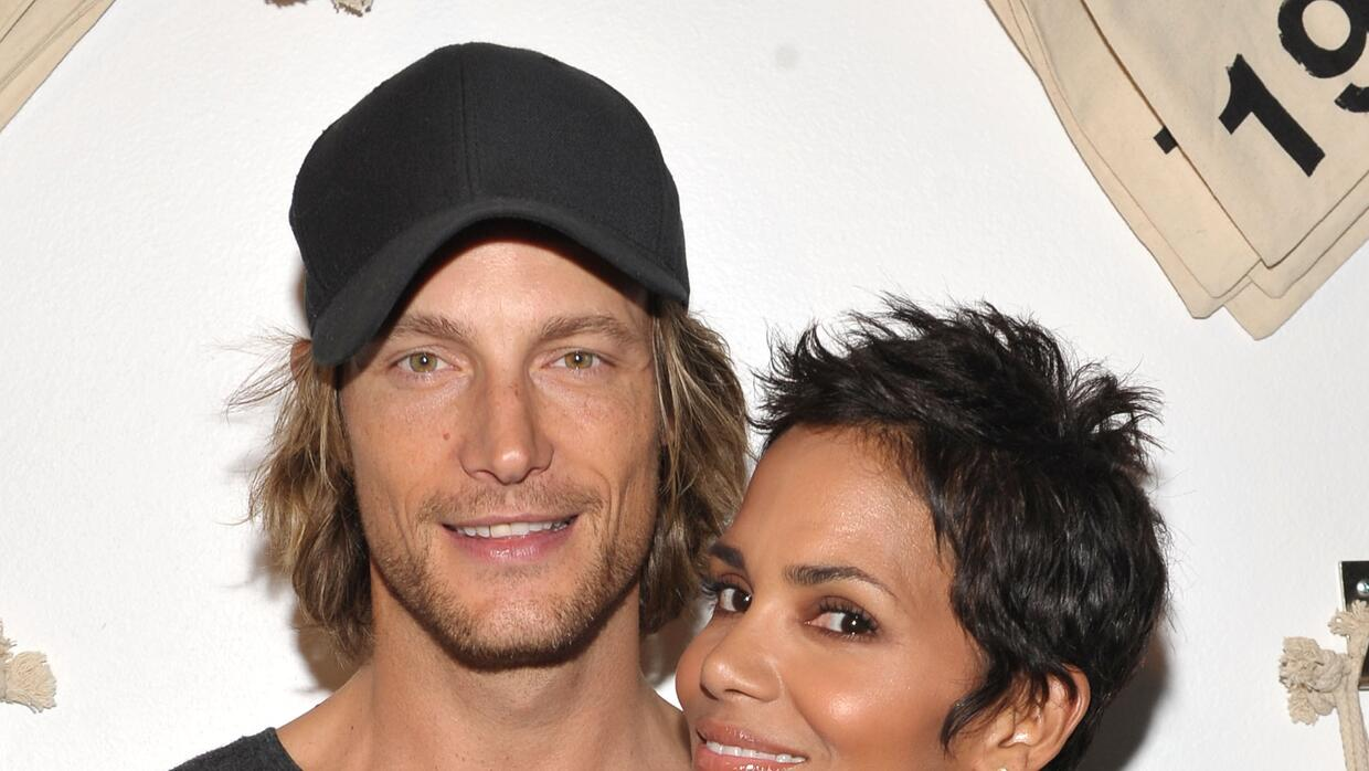Actress Halle Berry (D) y Gabriel Aubry