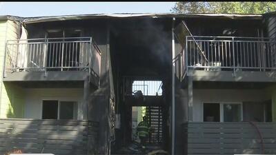Incendio en apartamentos en Sacramento