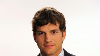 Ashton Kutcher es famoso por su frecuente uso de Twitter.
