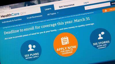 ¿Qué pasa si no me inscribo en mercado de seguros de Obamacare?