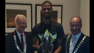 Javier Culson recibe trofeo del atleta más destacado