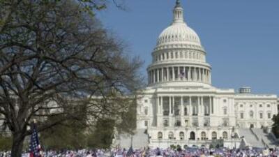 Inmigrantes durante una protesta frente al Congreso para pedir la aproba...