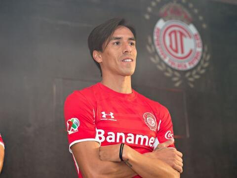 Toluca presentó su nueva línea de uniformes para el Apertu...