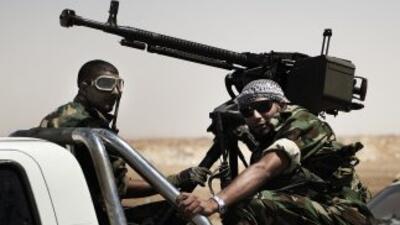 Mientras los rebeldes libios exigen la renuncia del régimen encabezado p...