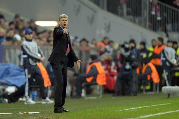 El entrenador francés Arsene Wenger le seguía pidiendo ent...