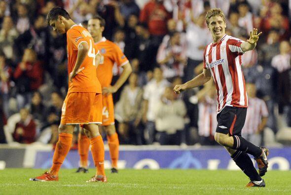 También le marcó un gol al Valladolid con sólo 16 años y 289 días, para...