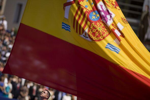 Tras un pequeño crecimiento del 0.7%, en 2011, el gobierno español ha pr...