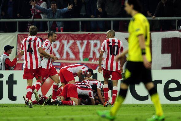 Por otra parte el Olympiacos de Grecia goleó 3 a 1 al Bayer Leverkusen.