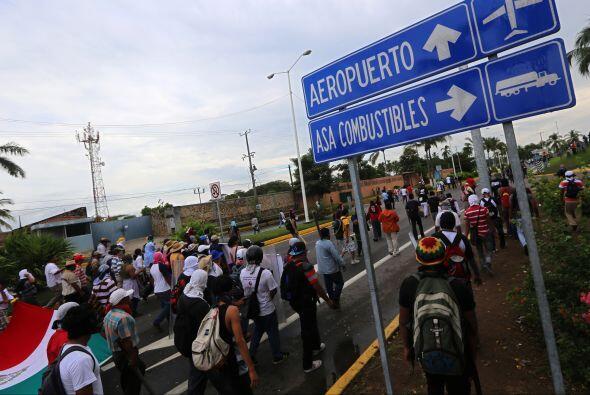 Tras hablar con las autoridades para continuar su marcha,la manifestació...