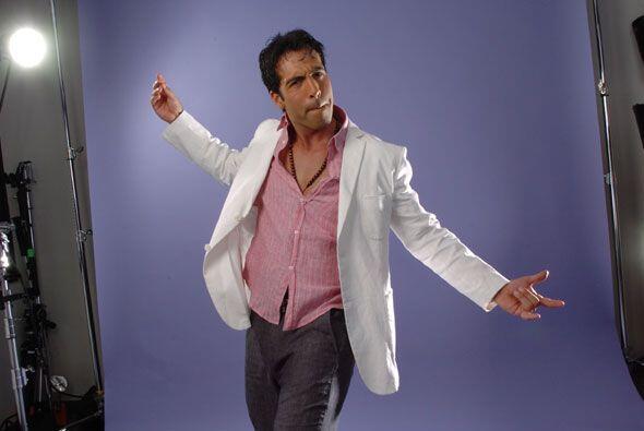 Reguetón, salsa, cumbia, ¿qué te gustaría bailar con el chico más escand...