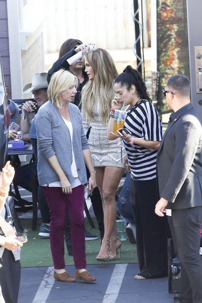 La cantante fue fotografiada por los paparazzi mientras grababa su parti...