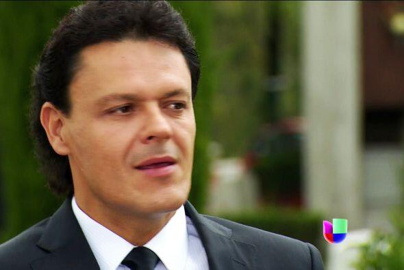 No te pongas tan nervioso Chava, cada vez que estás cerca de Sofía te po...