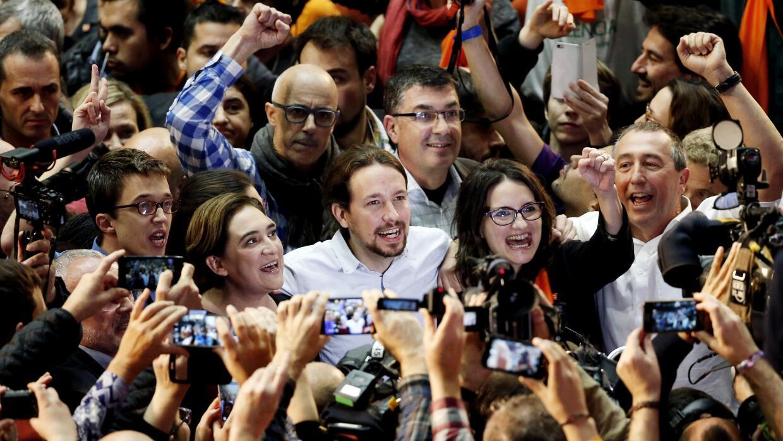 Pablo Iglesias, el líder de Podemos, rodeado de parte de su equipo.