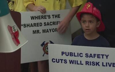 Juez estatal desestima demanda de bomberos de Houston contra la reforma...
