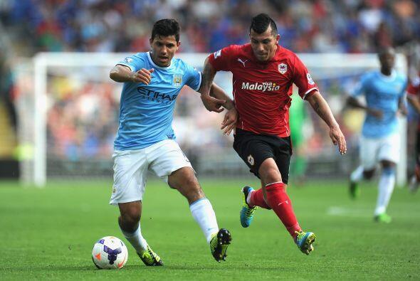Sergio Agüero se encontró con una defensa bien ordenada.
