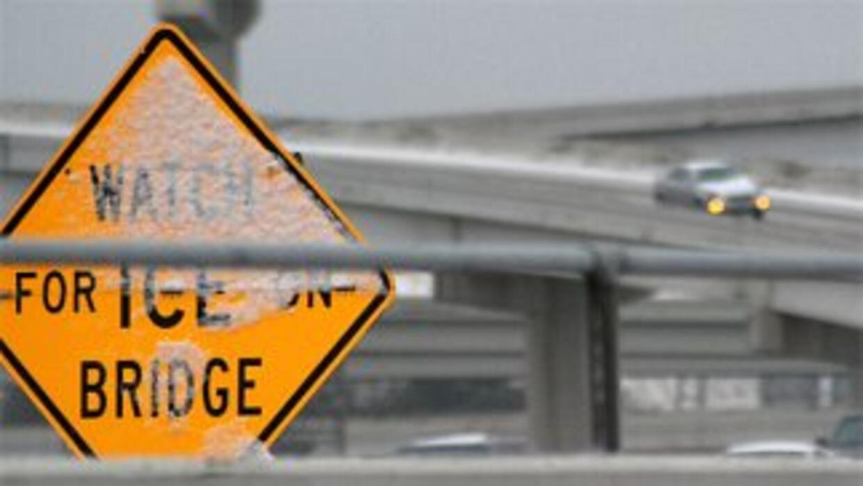 Maneje con extrema precaución al cruzar los puentes