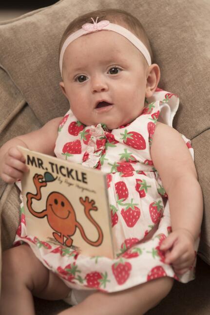 Bebé salvado por libro