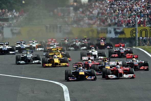 Y arrancó el Gran Premio de Hungría 2010, con el Reb Bull de Vettel desd...